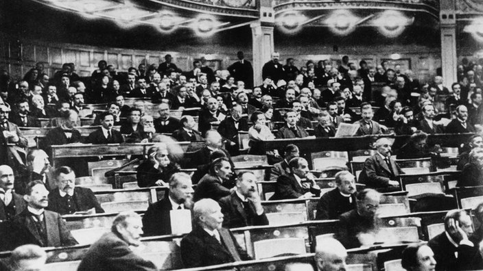 failure of weimar republic After world war i, the german ruler, kaiser william i, abdicated and fled to holland the democracy that governed germany in his absence met at the town of weimar it became known as the.